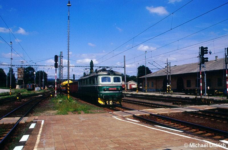Bild: as Haupteinsatzgebiet der Baureihe 181 ist der Güterverkehr.  Hier die 181 053 in Zabreh na Morave.