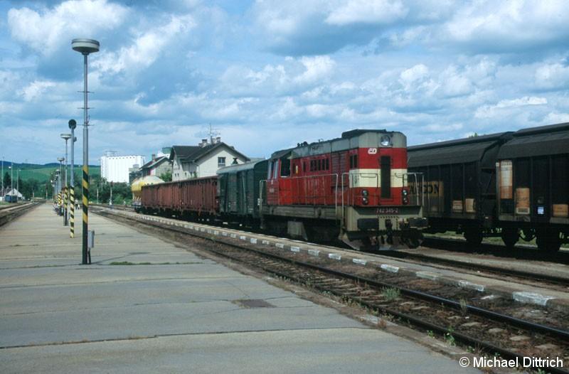 Bild: Am 12.07.2004 schlugen wir unser Quartier in Kyjov auf.  Auf dem Bahnhof trafen wir dann die 742 345 an.