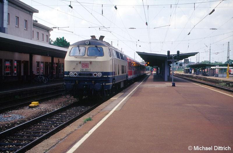 Bild: 218 391 fährt gerade in Heilbronn Hbf. ab.
