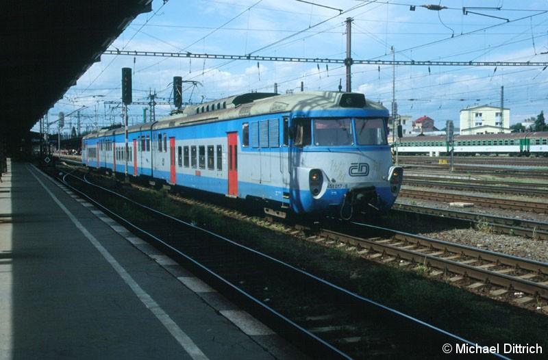 Bild: 451 017 verlässt gerade Olomouc.