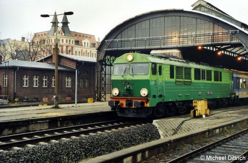 Bild: SU 46-029 mit einem IR in Görlitz.