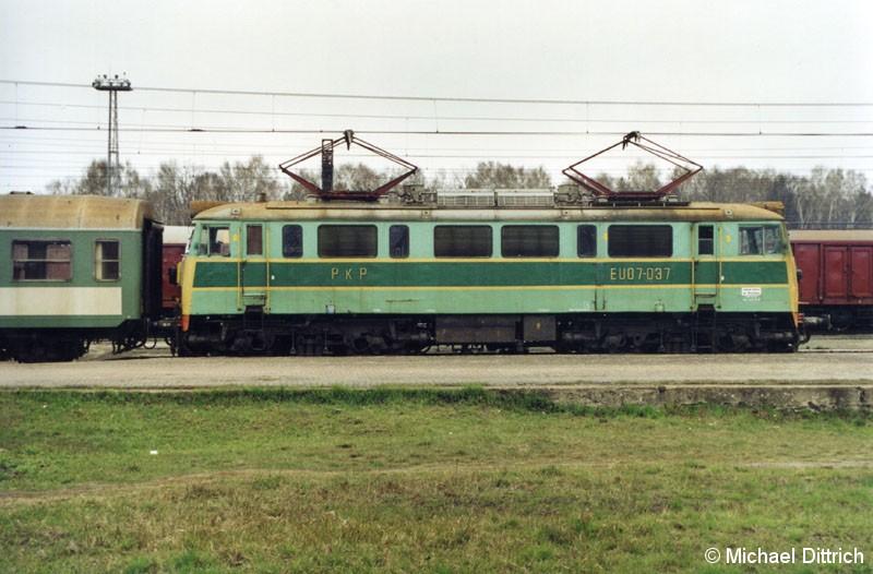 Bild: Auch die EU 07-037 hat sich in Wegliniec gerade an ihren Zug gesetzt.