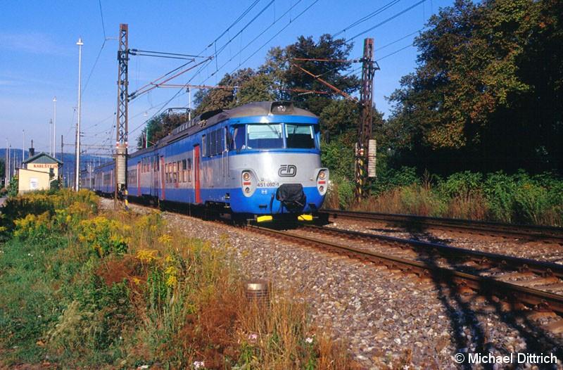 Bild: Als Os 9911 ist hier der 451 092 auf dem Weg nach Praha hl n.