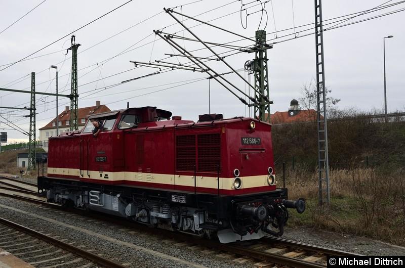 Bild: 112 565-7 beim Rangieren in Dessau Hbf.