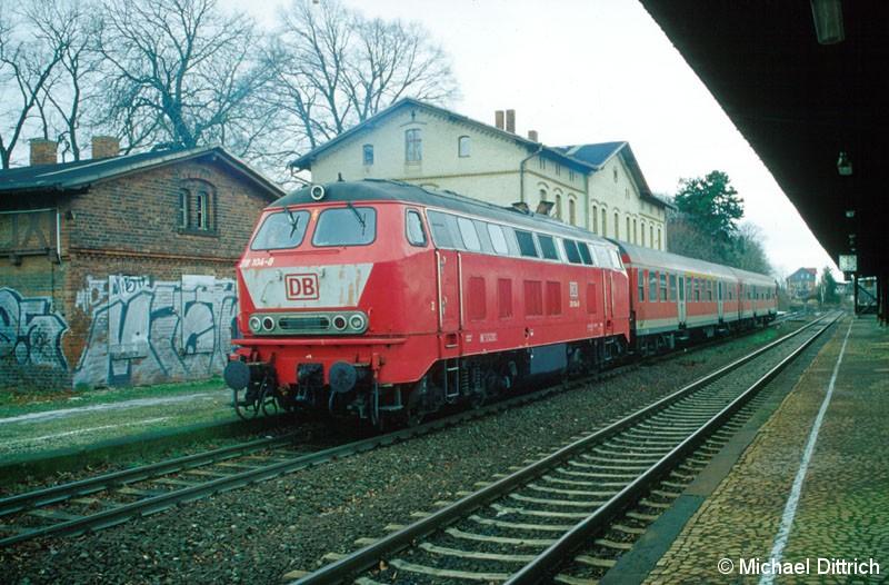 Bild: 218 104 trifft in Heudeber-Danstedt ein.
