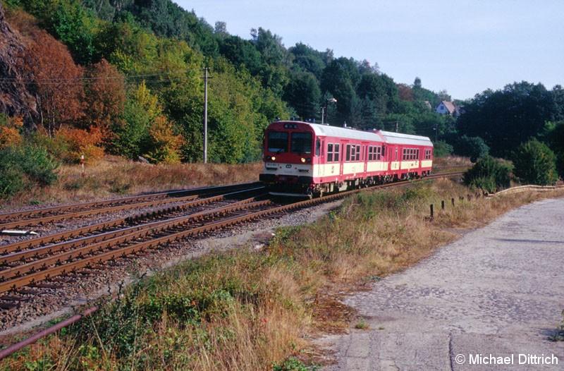 Bild: Hier ist der 943 004 als R 830 zu sehen, wie er auf Vojkovice n/Ohri zufährt.