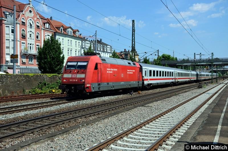 Bild: 101 119 mit dem IC 2260 in Esslingen (Neckar).