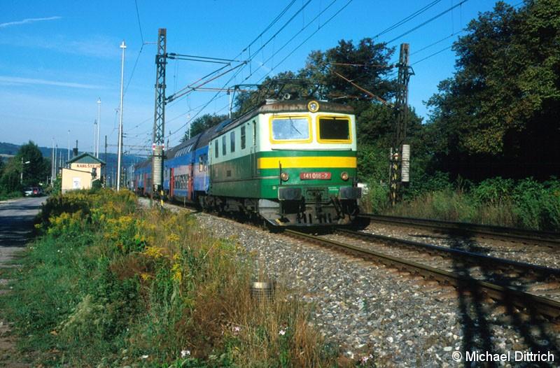 Bild: Hier noch einmal die 141 018 in Karlstejn mit ihrem Leerzug.