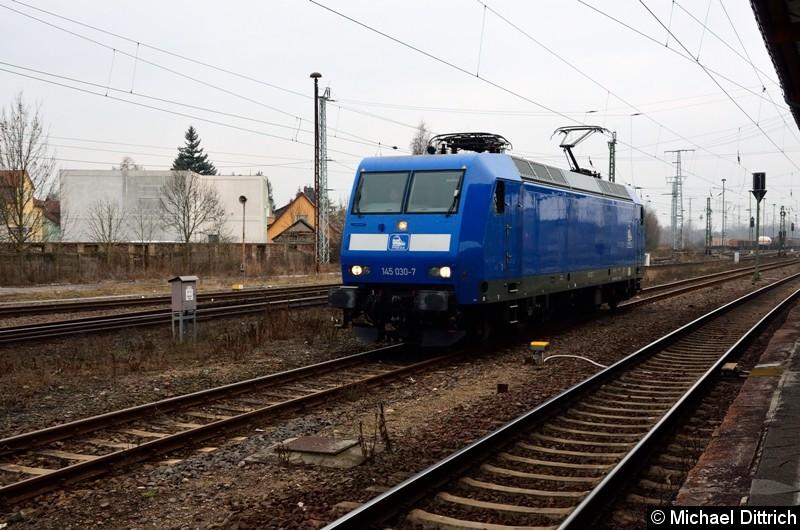 Bild: Nach dem die 145 030-7 abgestellt hat, rangiert sie in Stendal aufs Abstellgleis.