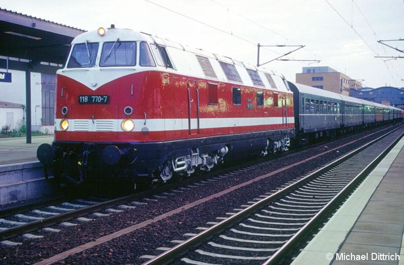 Bild: Mit einem Sonderzug kam die 118 770 aus Dresden Hbf. in Potsdam Hbf. vorbei.