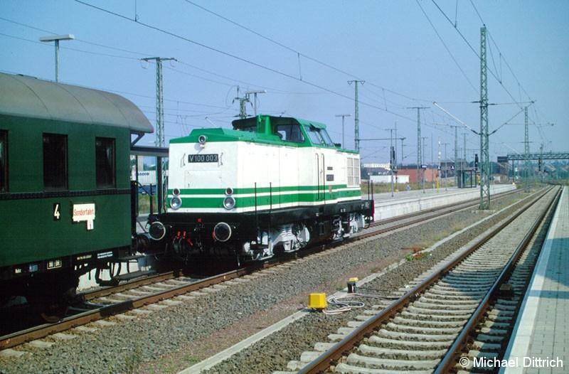 Bild: Um einen Sonderzug aus Berlin zu rangieren, kam die V 100 003 aus dem Bw Lutherstadt Wittenberg.