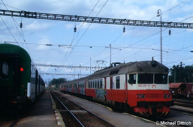 Bild: Graffitis sind auch in der Slowakei zu finden.  Hier hat es den 560 011 erwischt.