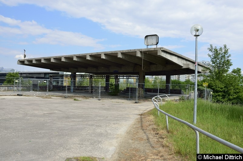 Bild: Der ehemalige Eingang zum Bahnhof Olympiastadion.