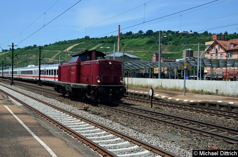 Bild: V 100 2335 bei der Durchfahrt in Esslingen (Neckar).