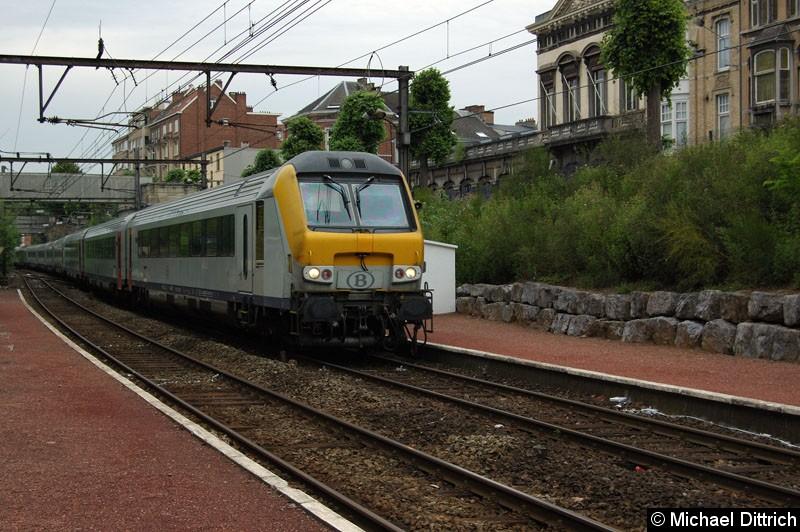 Bild: Schnellzug mit Steuerwagen vorraus bei der Durchfahrt in Verviers-Palais.