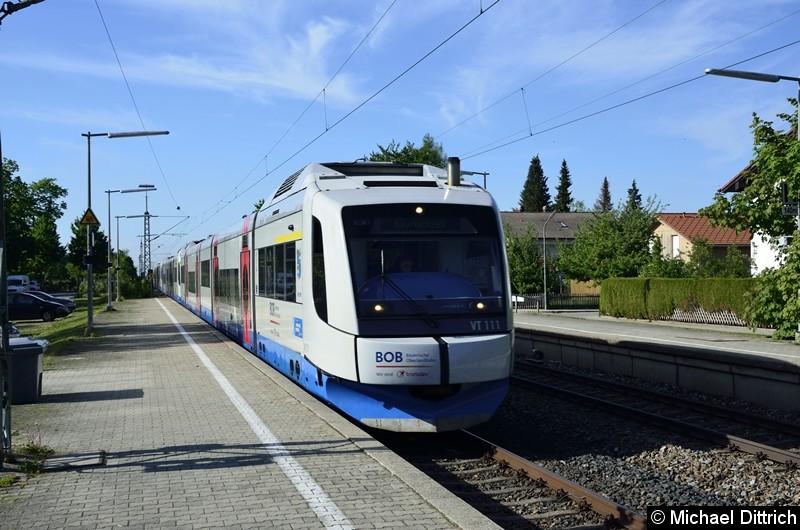 Bild: VT 111 der BOB auf dem Weg in Richtung Holzkirchen in Otterfing. Der Zug wird in Holzkirchen geteilt.