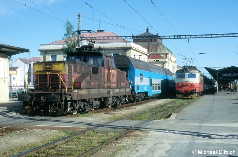 Bild: 210 036 verrichtet in Ceske Budejovice Rangierarbeiten.