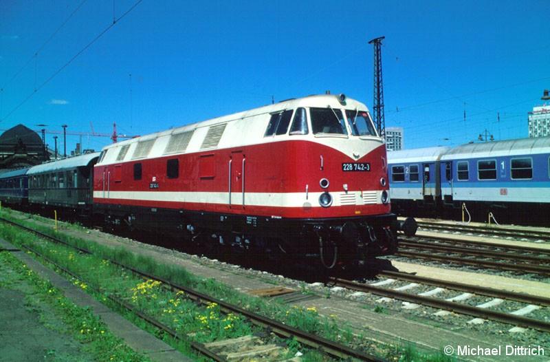 Bild: Mit einem Sonderzug kam die 228 742 nach Dresden Hbf.