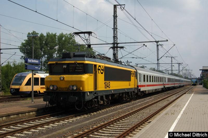 Bild: 1848 in Bad Bentheim auf dem Weg zu ihrem InterCity nach Schiphol.