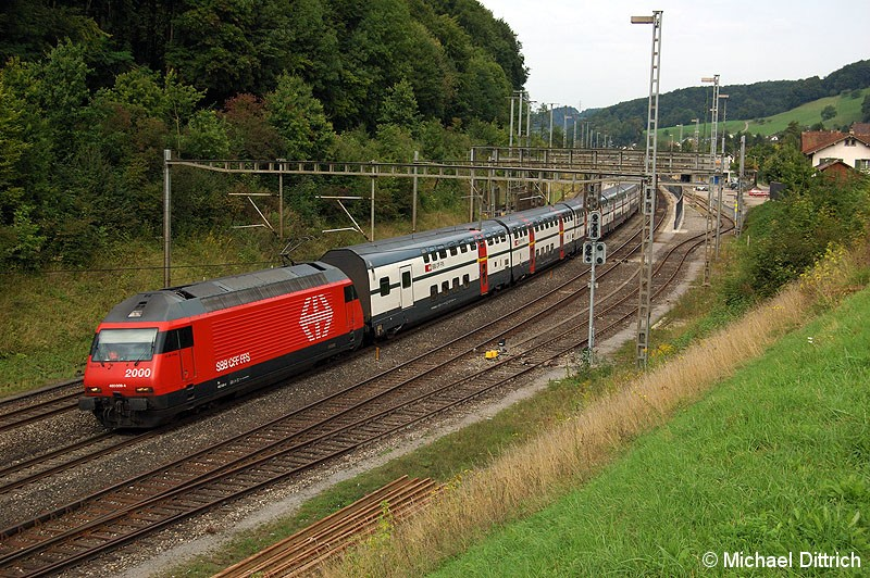 Bild: 460 009 hat den Bahnhof Tecknau durchfahren.