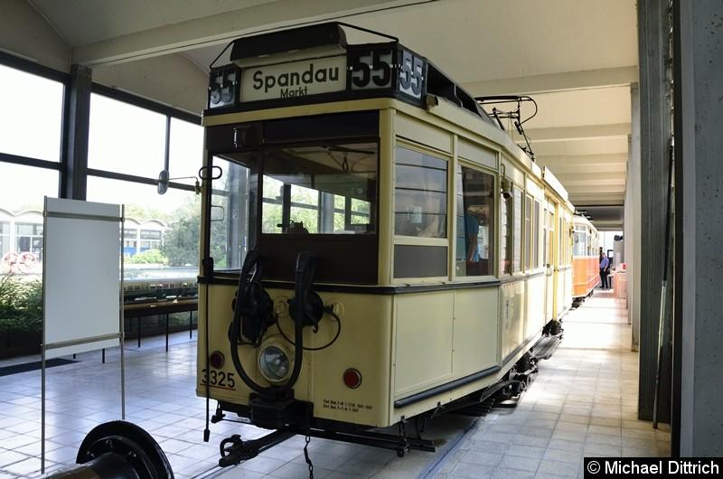 Bild: Berliner Straßenbahn Typ T27, später zum TM33 umgebaut.