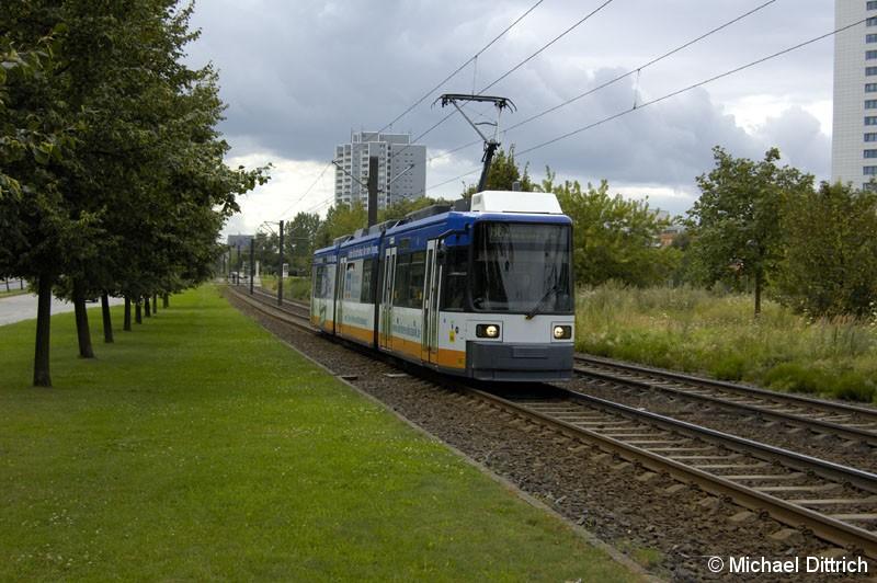 Bild: 1083 als Linie M6 hinter der Haltestelle Marzahner Prommenade.