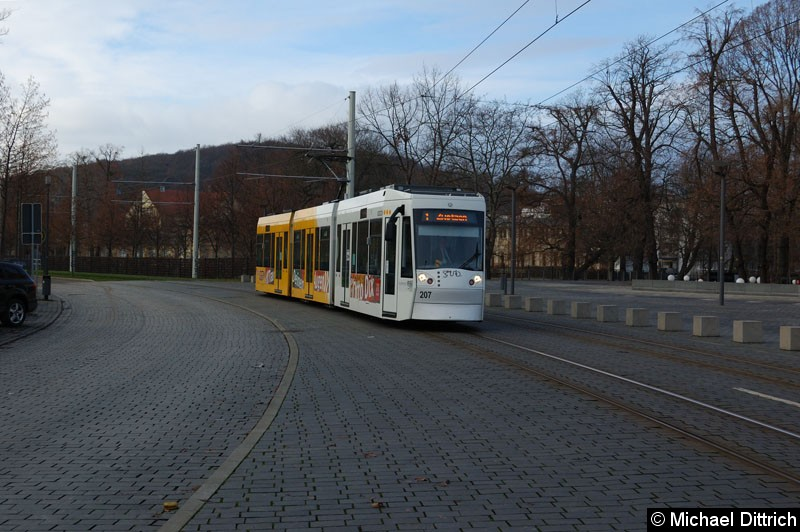Bild: NGT8G 207 zwischen den Haltestellen Otto Dix und Hauptbahnhof.