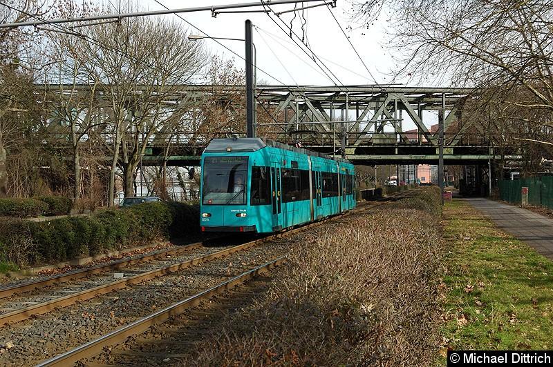 Bild: 020 als Linie 21 zwischen den Haltestellen Universitätsklinikum und Heinrich-Hoffmann-Str./Blutspendedienst.
