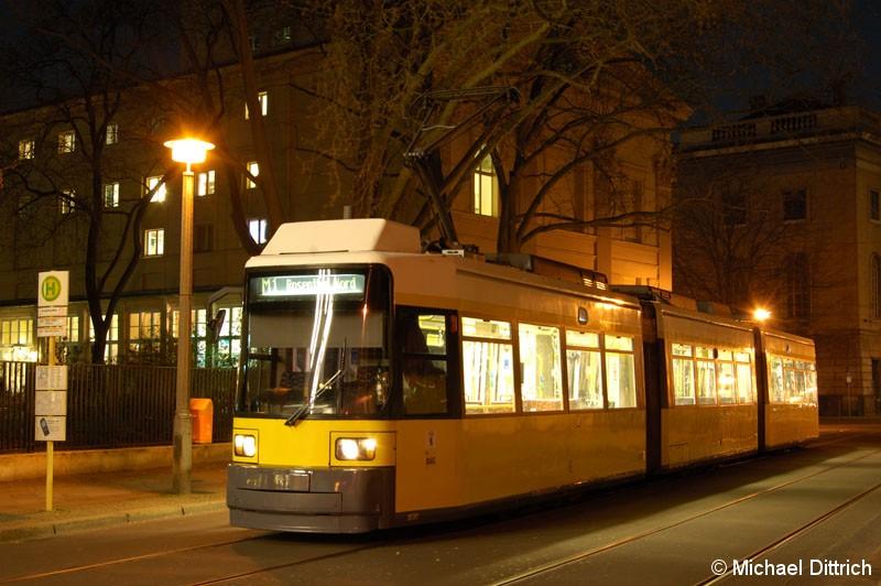 Bild: 1030 als Linie M1 an der Haltestelle Am Kupfergraben.
