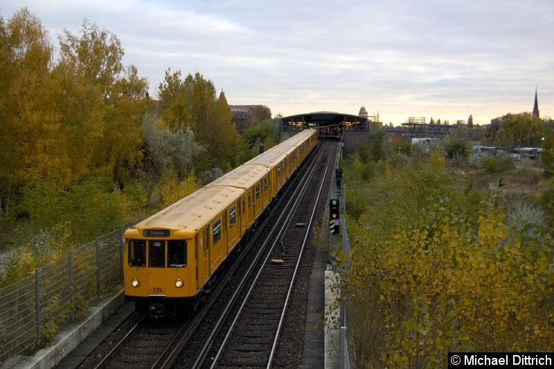 Bild: Geführt von 735 fährt dieser Zug kurz vor dem Bahnhof Potsdamer Platz in den Tunnel rein.  Heute ist diese Aufnahme nicht mehr möglich.