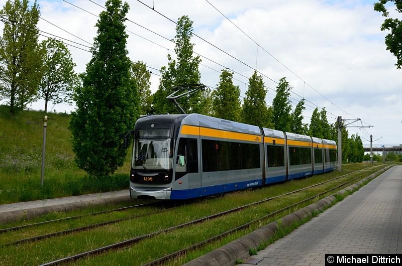 Bild: 1205 als Linie 16 zwischen den Haltestellen Messegelände und S-Bahnhof Messe.