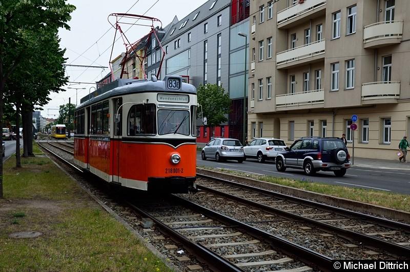 Bild: Wagen 218 001 auf der Heimreise kurz vor der Haltestelle Landsberger Allee/Petersburger Str.