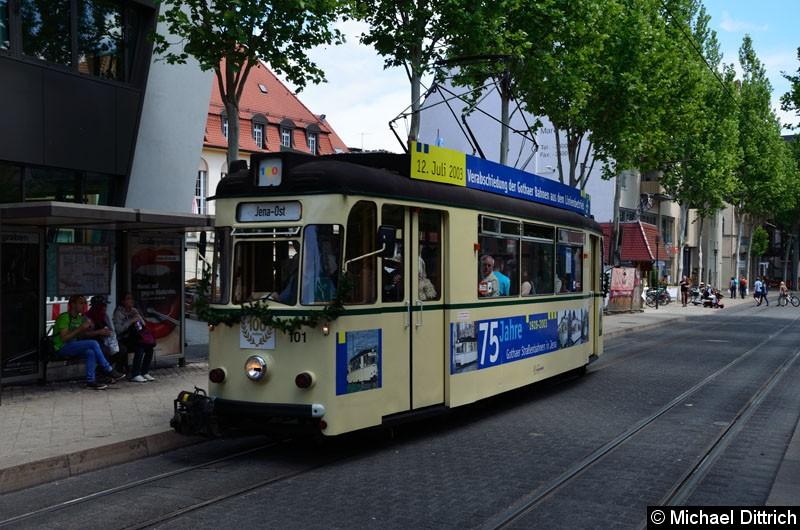 Bild: Anlässlich 100 Jahre Strecke nach Jena Ost fuhren in Jena die historischen Wagen. Hier der Wagen 101 an der Haltestelle Stadtzentrum.