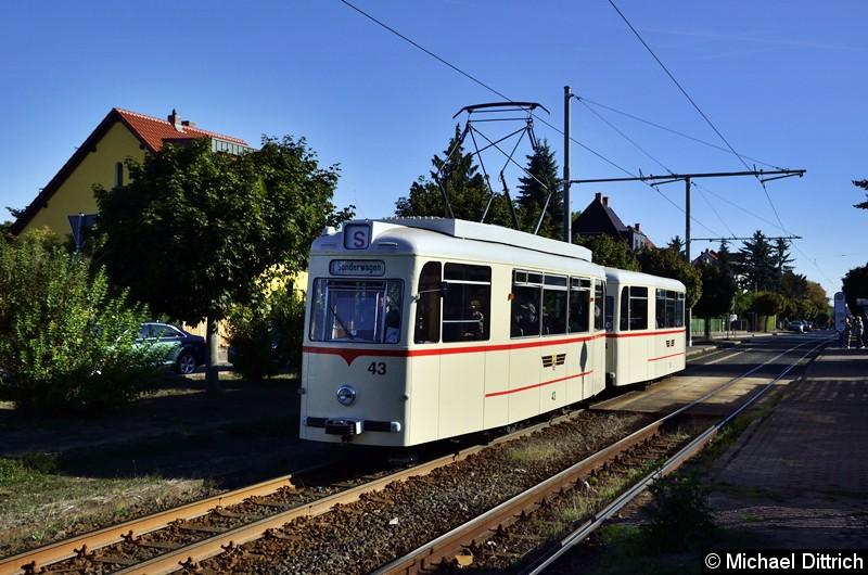 Bild: Das Gespann bei der Rückfahrt an der Haltestelle Wagenhalle. Leider fiel der Zug dann während einer Sonderfahrt aus.