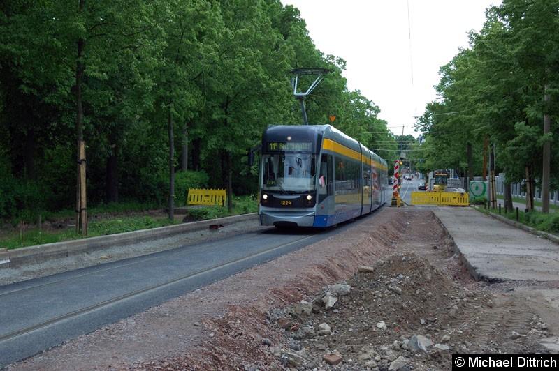 Bild: 1224 als Linie 11E in der Bornaische Str. zwischen den Haltestellen Raschwitzer Str. und S-Bahnhof Connewitz.
