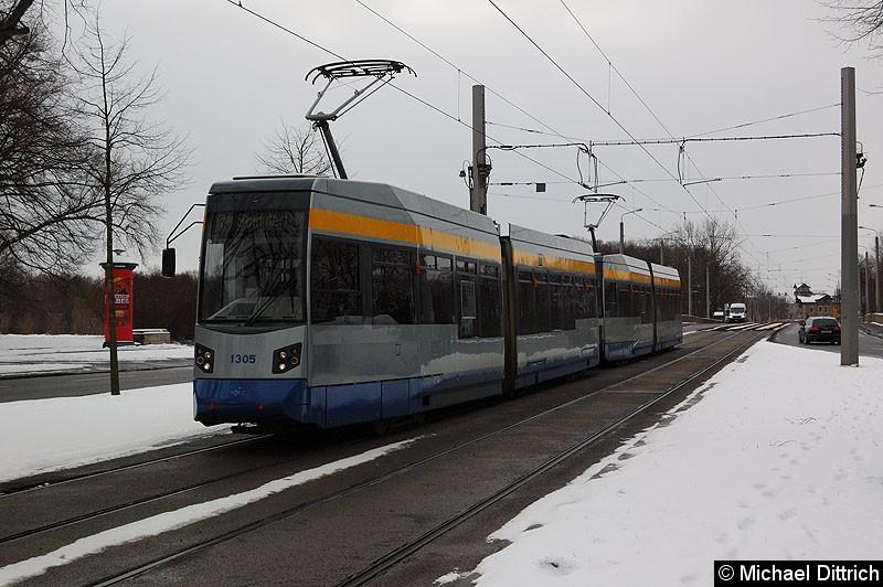 Bild: 1305 mit 1316 als Linie 7 kurz vor der Haltestelle Sportforum.