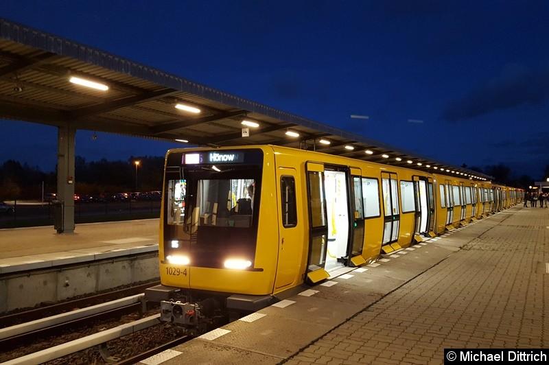 Bild: 1029 als Linie U5 in Hönow und macht sich bereit zur Rückfahrt.