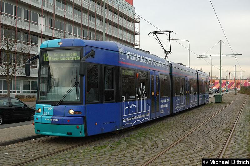 Bild: 265 als Linie 12 an der Haltestelle Hugo-Junkers-Str./Schleife.