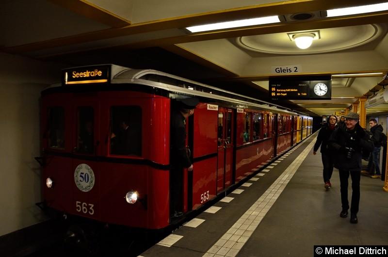 Bild: 563 als Sonderfahrt im Bahnhof Naturkundemuseum.