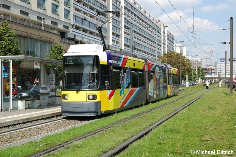 Bild: 1066 als Linie M6 an der Haltestelle Spandauer Straße/Marienkirche.