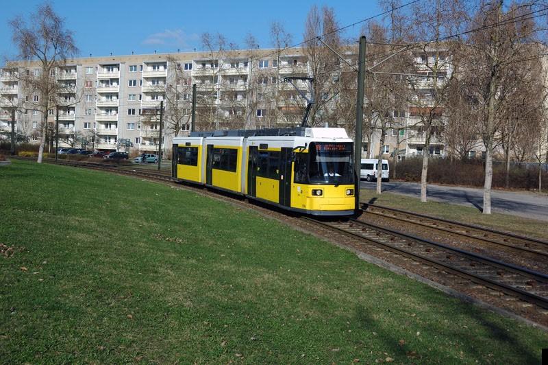 GT6U ist seine neue Bezeichnung: 1516 als Linie 18 kurz vor der Haltestelle Barnimplatz.