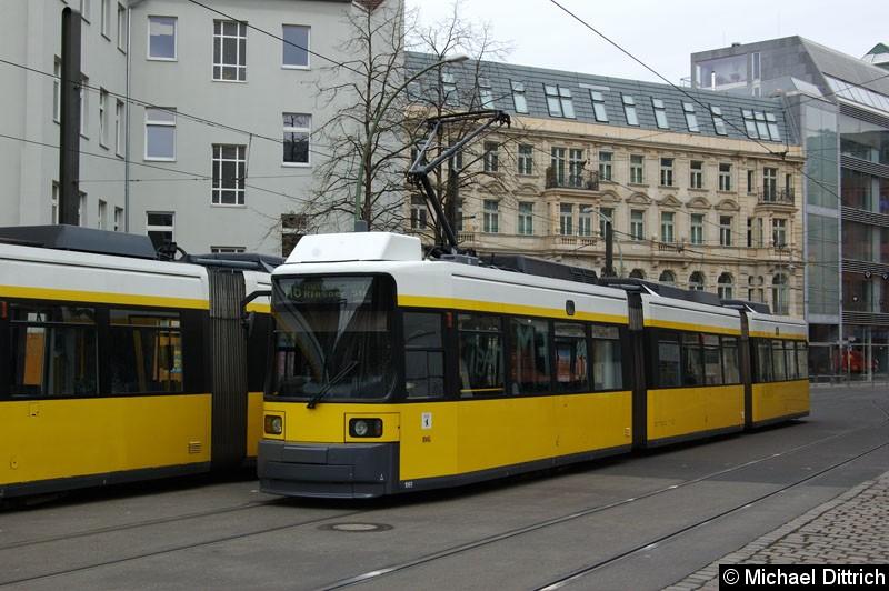 Bild: 1065 als Linie M6 in der Großen Präsidentenstraße.