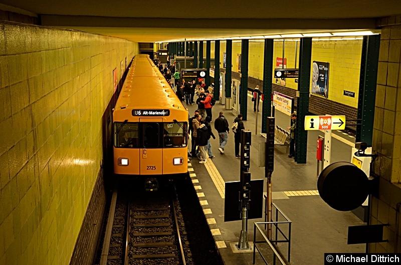 Bild: 2725 als Linie U6 im Bahnhof Tempelhof.
