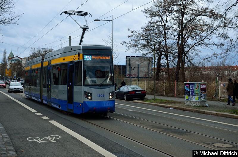 Bild: 1303 als Linie 14 in der Karl-Heine-Str. kurz vor dem gleichnamigen Kanal.