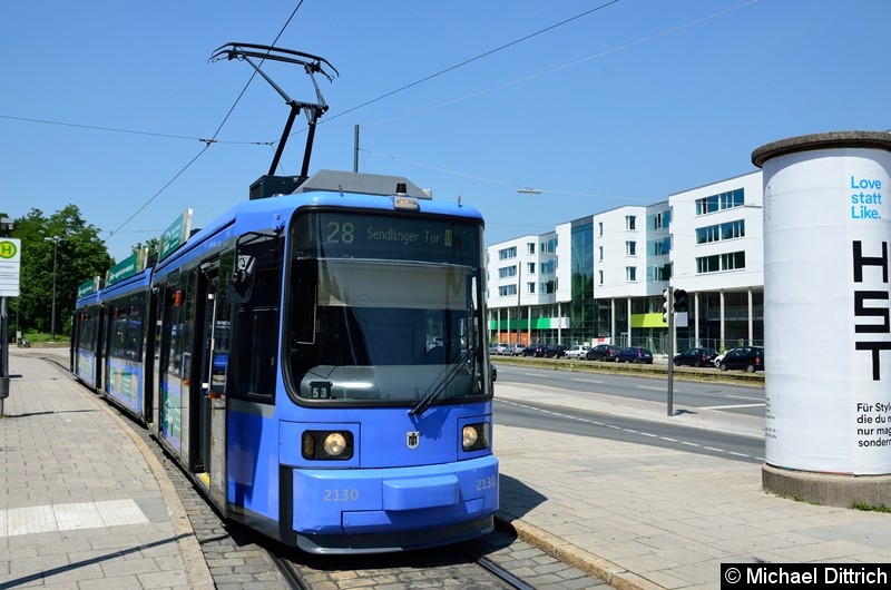 Bild: 2130 als Linie 28 in der Endstelle U Scheidtplatz.  Leider war während meines Besuches in der Stadt kein P-Wagen im Einsatz.