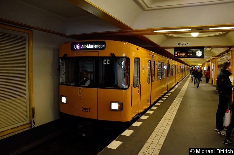 Bild: 2957 als Linie U6 im Bahnhof Naturkundemuseum.