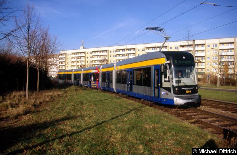Bild: 1203 als Linie 15 zwischen den Haltestellen Saturnstraße und Jupiterstraße.