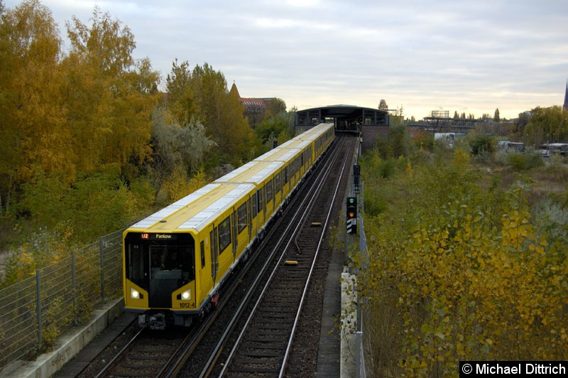 Bild: Geführt von 1012-4 fährt dieser Zug kurz vor dem Bahnhof Potsdamer Platz in den Tunnel rein.  Heute ist diese Aufnahme nicht mehr möglich.