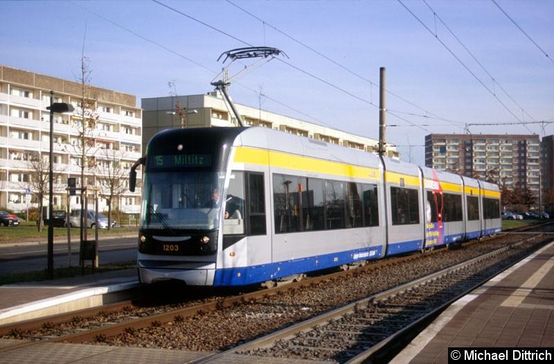 Bild: 1203 als Linie 15 an der Haltestelle Saturnstraße.