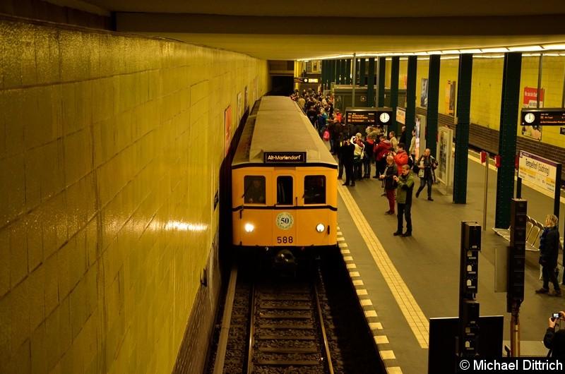 Bild: 588 als Sonderfahrt im Bahnhof Tempelhof.